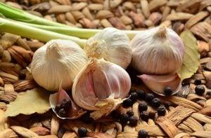 Apa Saja sih Manfaat Bawang Putih Mentah Itu? Ini 14 Manfaatnya!